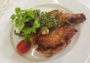 Resep Ayam: Brick Chicken with Pan Sauce and Salad