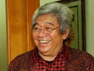 H. Taufiq Kiemas gelar Datuk Basa Batua