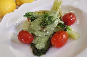 Resep Salad: Grilled Romaine Lettuce with Roasted Garlic Dressing